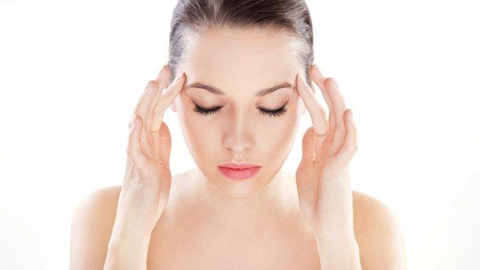 Без таблеток: прості вправи, які допоможуть позбутися головного болю