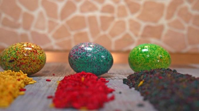 Як оригінально і швидко пофарбувати яйця на Великдень 2021