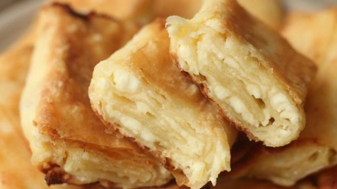 Беру лаваш, трохи сиру і вже через 10 хвилин смачна закуска готова: на сніданок і не тільки