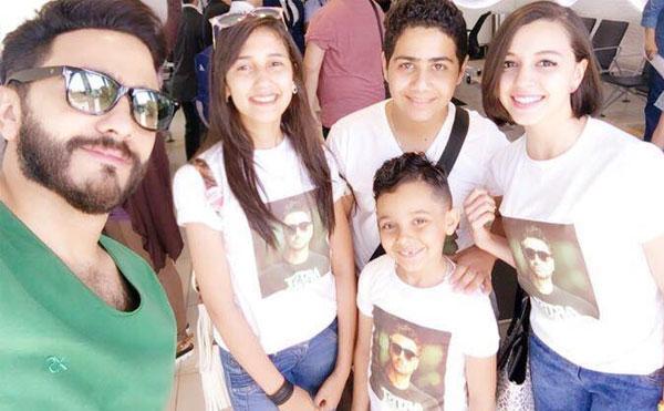 تامر حسني وفريقه في دبي