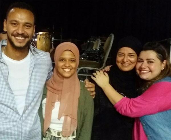 سلمى صباحي مع زوجة خالد صالح وأبنائه