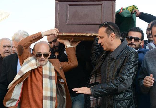جنازة نفين رامز زوجة الفنان محمد صبحي  - بارزة