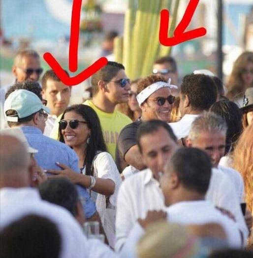 صورة جديدة من الساحل الشمالي تعيد إشاعات زواج عمرو دياب من دينا الشربينى 1 31/7/2017 - 3:04 ص