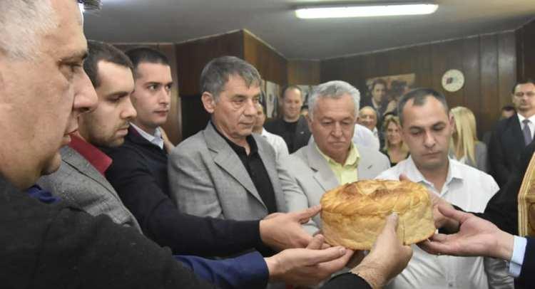 Sa svecanosti secenja slavskog kolaca
