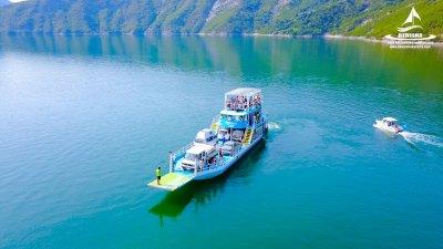 komani-lake-ferry-berisha-tours