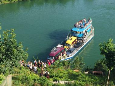 Ferry Berisha in Koman Lake (4)