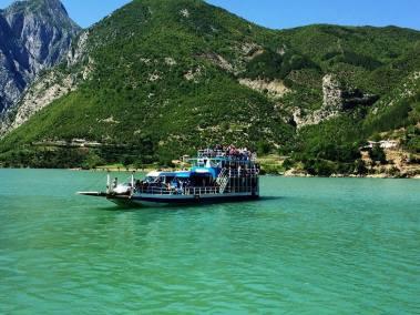 Ferry Berisha in Koman Lake (7)