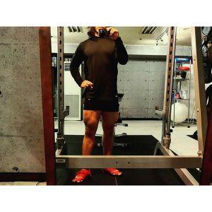脚トレ内転筋メイン。内転筋上部→下部→大臀筋上部→中臀筋含めた全体で締め。今日は敢えてあまり細かくやってませんこれはこれでアリですねバーベルワイドデッドリフト40kgを皮切りに、プリエレッグプレス50kg、ブルガリアンスクワット自重、ダンベルフロントランジ5kg×2、ワイドレッグプレス内転筋狙い50kgで内転筋のみ機能停止状態に追い込めました大臀筋はダンベルヒップリフト10kg、背筋台リバースレッグレイズ自重、ウォーキングランジ自重で終了でした歩き方変になる位効きました1時間ジャストです。が、疲労が溜まっているせいか正直しんどかったですこんな時でもトレーニングの質を保てるかどうかが大事ですねちなみに女性のクライアント様に多いのがヒップアップしたいのにヒップに効かないというパターンそういう場合は身体調整で体の歪みを整えてからトレーニングに入るとお尻の筋肉も動き出します時間的に厳しいクライアント様にはトレーニングだけで対応しますが、長い目で見ると調整入れてお尻を再教育した方が結果的に早くヒップアップ出来ます一番初歩でオススメなのはウォーミングアップをきちんとする事です。面倒ですけどね意外と上級者でもキチンとやってない方いますので#小松パーソナルトレーニングジム#小松パーソナルトレーニングジム#プライベートジム#パーソナルトレーニング#パーソナルトレーナー#パーソナルトレーニングジム#ダイエット#シェイプアップ#パーソナルジム#くびれ#産後ダイエット#産後太り#フィジーク#マッチョ#ボディメイク#フィットネス#筋肉#肉体改造#筋トレ#腹筋#痩せる#ダイエット仲間募集#モデル体型#筋トレ女子#下半身痩せ#ヒップアップ#バストアップ#引き締め#美脚#personaltrainer#personaltraining