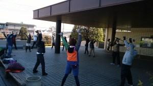 総合体育館前で準備体操