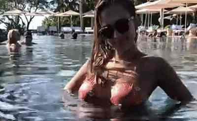 Jessica Alba Baby Boobalicious In The Pool