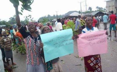 Metro Women Shut Down Ughelli- Asaba Road Over Herdsmen Attacks