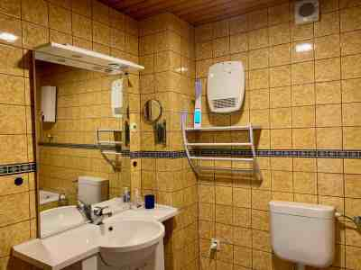Badezimmer - Blick nach links