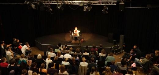 """Volles Haus bei Lesung """"Tagebuch einer 'Abtreibungsärztin'"""" im Jugendkulturzentrum 'forum'"""