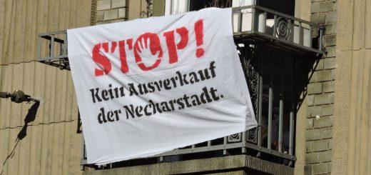 Demo auf Fensterbrettern und Balkonen: Housing Action Day in der Neckarstadt [Videobeitrag]