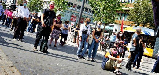 """""""Ein Band der Solidarität"""" - #unteilbar"""