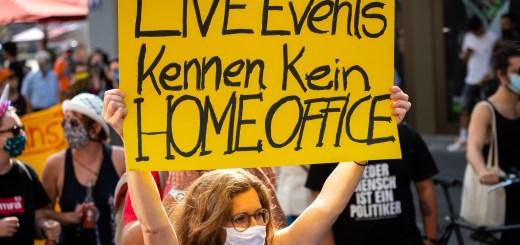 Corona-Krise: Demo für den Erhalt der kulturellen Szene Mannheims [mit Video und Bildergalerie]