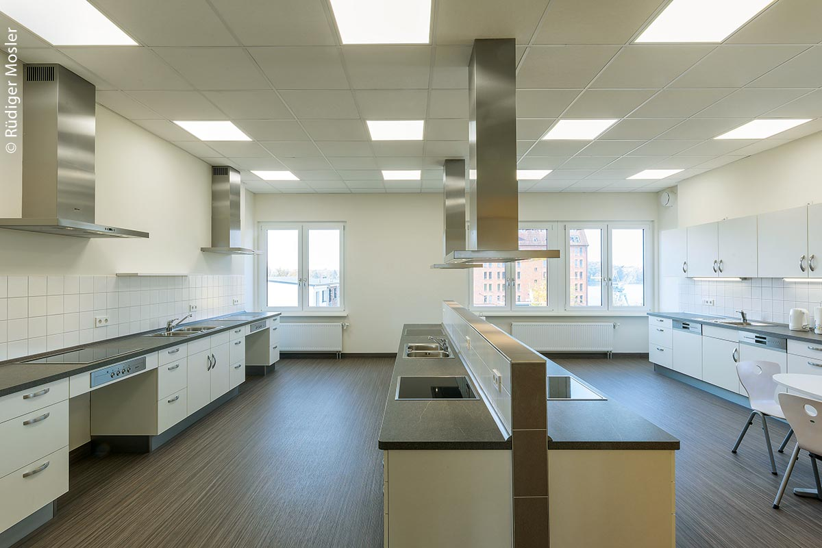 Die voll ausgestattete Lehrküche an der Grundschule Schwerin