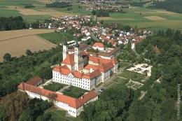 Das Kloster Roggenburg bei Roggenburg liegt südöstlich von Ulm im Landkreis Neu-Ulm und ist ein Chorherrenstift des Prämonstratenserordens.