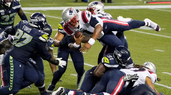 Seahawks stuff Newton on final play, beat Patriots 35-30 | KOMO