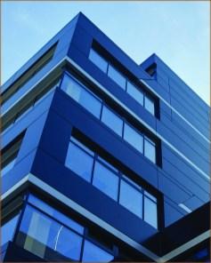 здание с энергосберегающими теплыми окнами