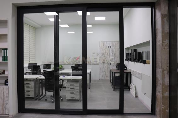 Подъемно - сдвижные двери в офисе вид снаружи 2