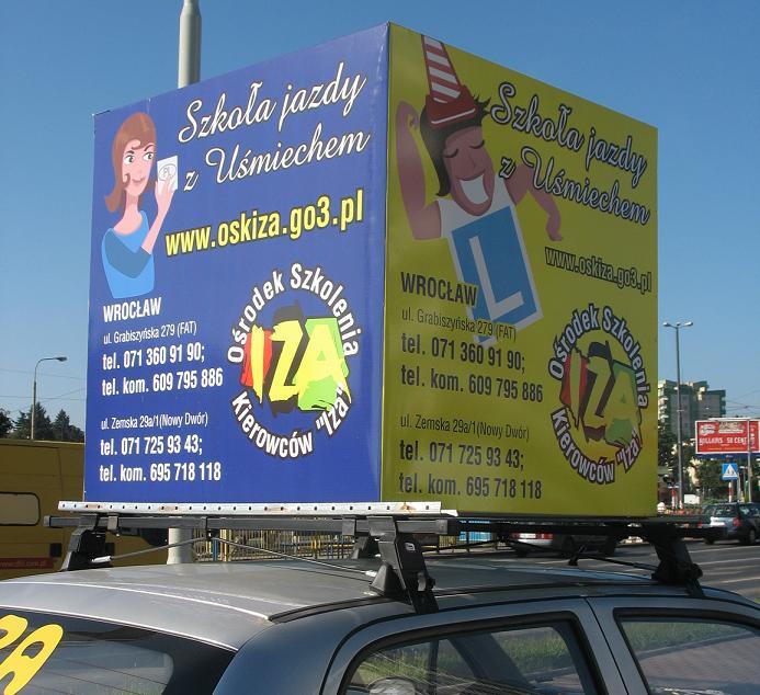 Reklama na dachu samochodu_ZOOM
