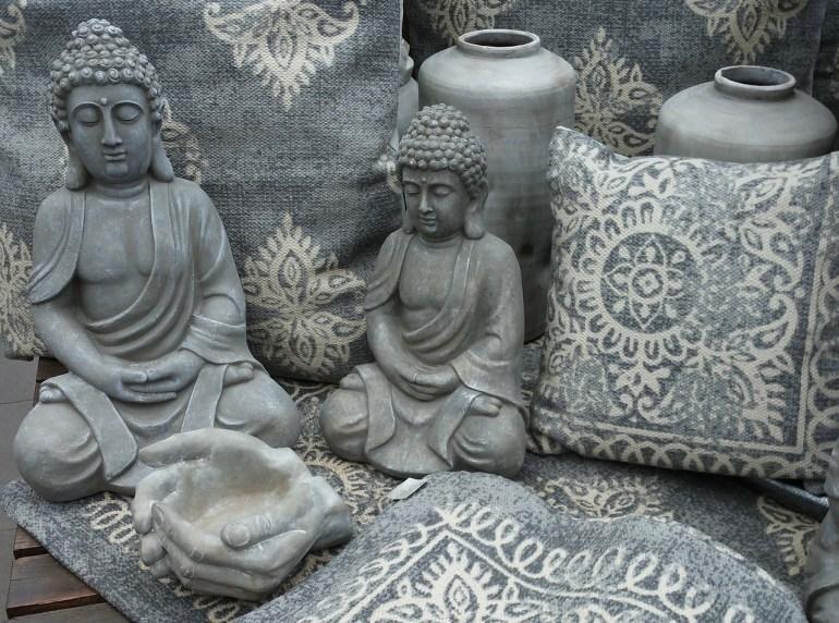 Bild Buddha im Schneidersitz. Entspannung durch Meditation und Qigong