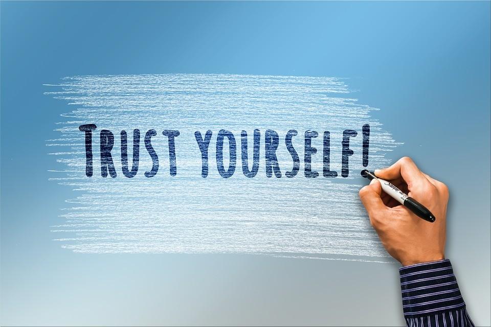 """""""Trust yourself"""" Schriftzug Selbstvertrauen Selbstliebe"""