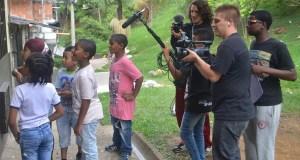 Les enfants sont impliqués dans le processus de production des images devant et derrière la caméra. © DR FIC KUNTA KINTE Source:RFI