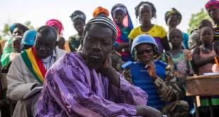 Photo MINUSMA/Gema Cortes/ Des Maliens écoutent des Casques bleus de la MINUSMA lors d'une réunion sur la justice et la réconciliation dans la région de Mopti (photo d'archives).