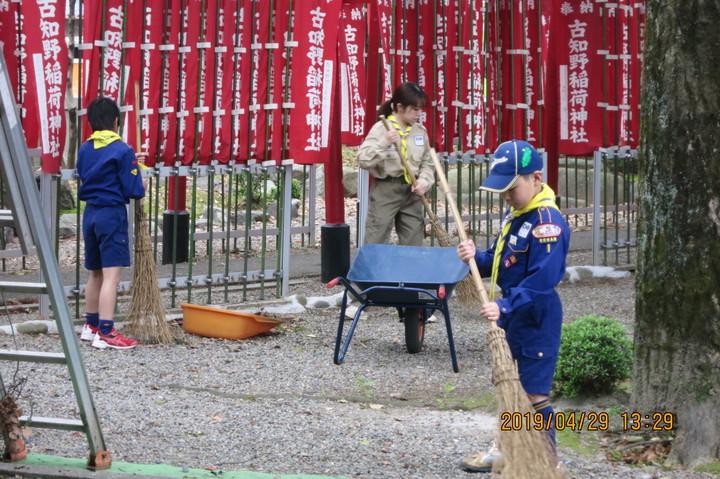 カブスカウトが神社清掃