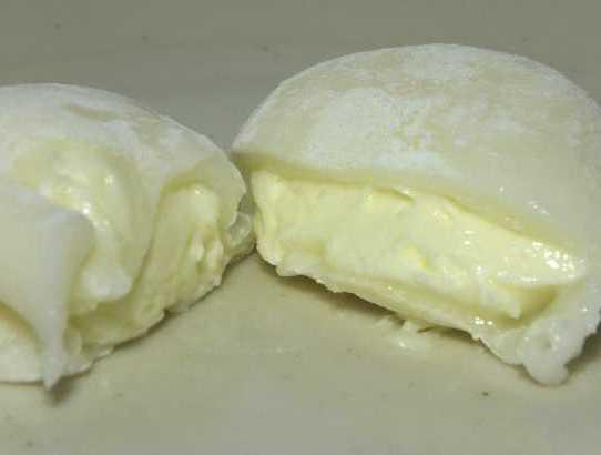 コンビニパンだ_北海道産チーズを使ったレアチーズ大福【セブンイレブン】_中身05