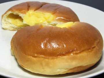 コンビニパンだ_無印良品 本和香糖入りクリームパン【ファミリーマート】_中身04