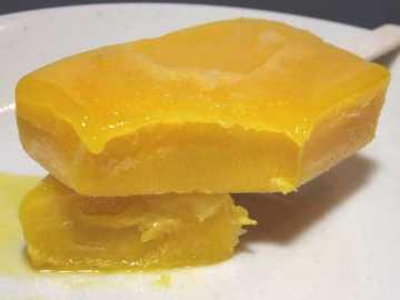コンビニスイーツだ_まるでマンゴーを冷凍したような食感のアイスバー【セブンイレブン】_中身04