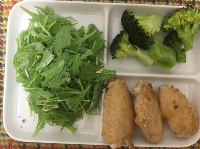 水菜サラダとブロッコリー、手羽元から揚げ|婚活女性から実際に送られてきたダイエットメニュー公開