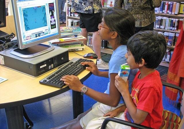 Mama, tata, ja i komputer Image
