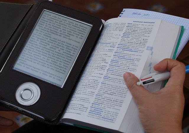 Dzieci i książki — wybrać papier czy e-booki? Image