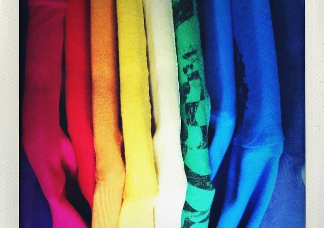 Jak złożyć koszulkę — pięć sprawdzonych metod Image