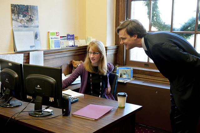 Ile zdjęć dziecka postawić na biurku, czyli mama wraca do pracy Image