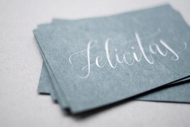 Namenskarten-Hochzeit-Feder-elegant-weiss-gruen-einzeln-1000px