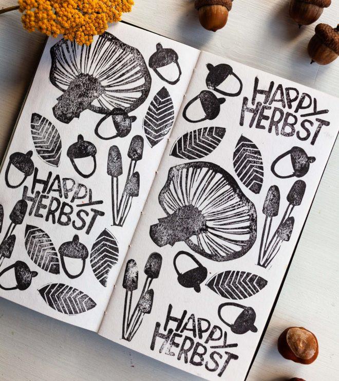 Skizzenbuch mit selbstgemachten Herbst Stempeln
