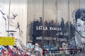 "Bethlehem wall graffito depicting Leila Khaled with the text ""DONT FORGET THE STRUGGLE"". 21 January 2018. Author: Rehgina (CC BY-SA 4.0)"