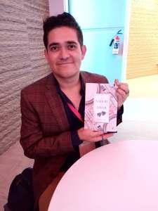 Gustavo Villén con su nuevo libro