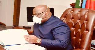 Fatshi - Felix-Antoine Tshilombo Tshisekedi - President de la RDC, en train lire quelques documents dans son bureau.