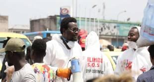 Filimbi sensibilise à la pandémie de COVID-19 sur le marché Gambela de Kinshasa.