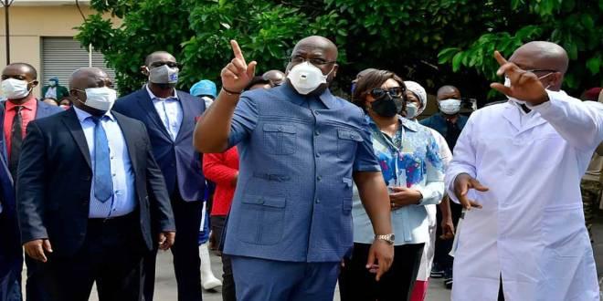 President de la RDC (au milieu), Fatshi, rend visite aux malade.