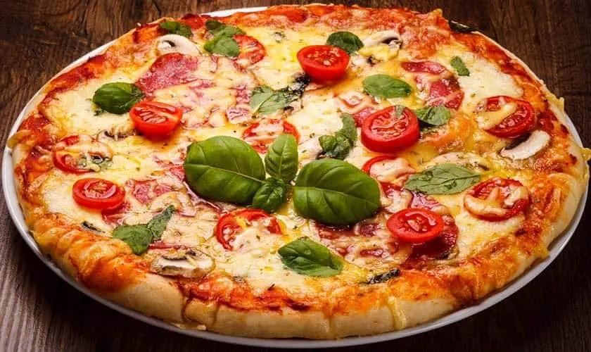 Pizza mit Konjakmehl hergestellt