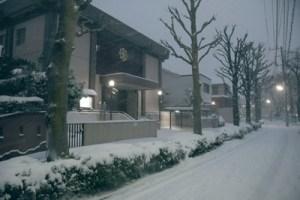 2月8日夜、まだ降り積もる雪