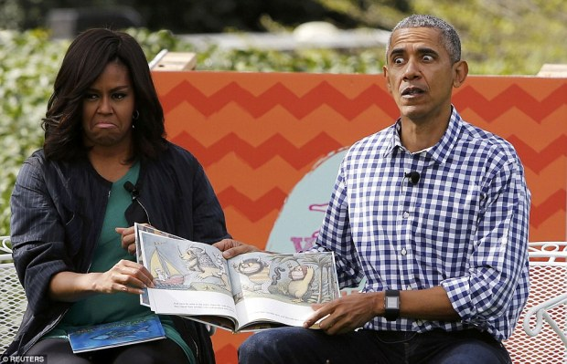 329E050200000578-3512529-Barack_read_the_book_he_reads_every_year_Where_The_Wild_Things_A-a-69_1459182374432