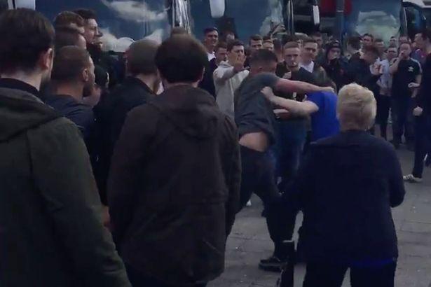 everton-vs-manchester-united-fans-fight1